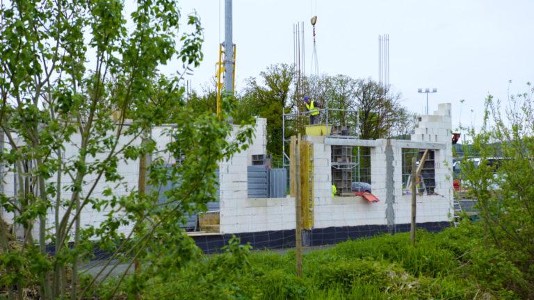 Praca przy budowie Inkubatora Przedsiębiorczości w Budzowie wre.